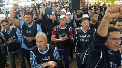 Photo of أطباء القطاع العام يحتجون ضد نظام الإلزامية في العمل ويحذرون من عواقبه